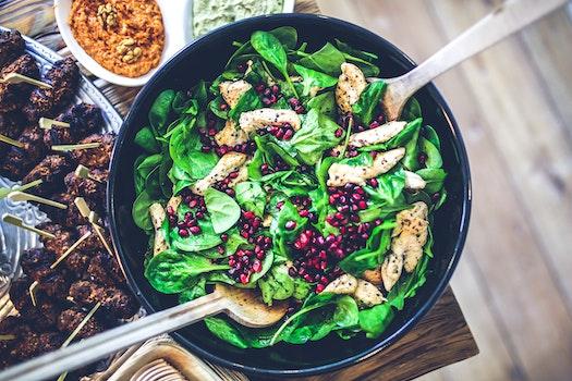 Spinach, chicken & pomegranate salad