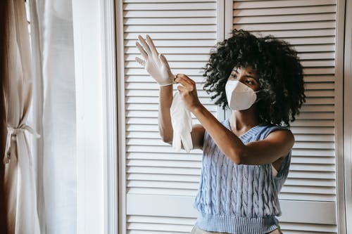 Fotos de stock gratuitas de adentro, afro, asegurar, blanco