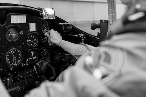 Kostnadsfri bild av analog, analog klocka, arbetssätt, flygfält