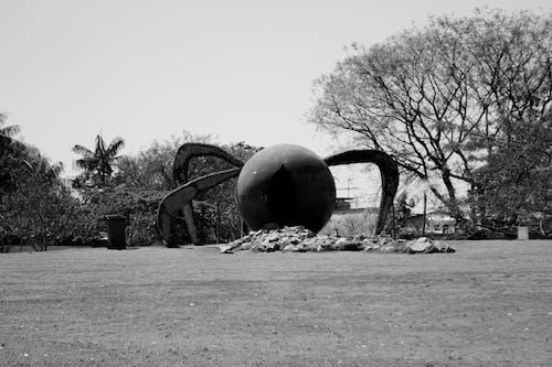 Espheropeia sculpture located in park
