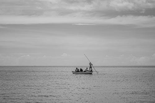 Balık tutmak, balıkçı, balıkçılar içeren Ücretsiz stok fotoğraf