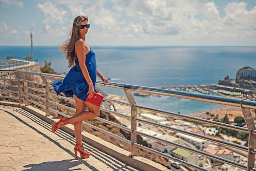 Бесплатное стоковое фото с высокие каблуки, длинные волосы, женщина, лето