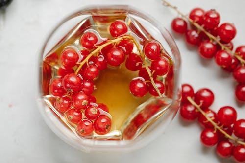 Copo De Conhaque Com Frutas Vermelhas
