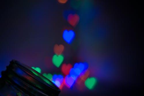 여러 가지 빛깔의 하트 바탕 화면