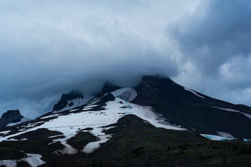 Imagine de stoc gratuită din mt. capotă, munte, munte acoperit de zăpadă, munte înnorat