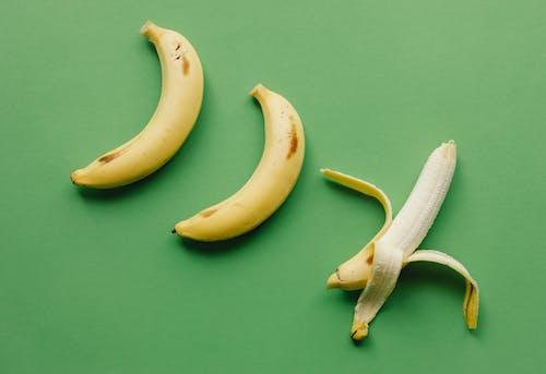 Darmowe zdjęcie z galerii z apetyczny, banan, cały
