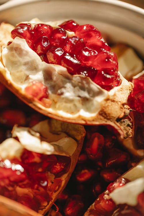 Pieces of fresh pomegranate in bowl