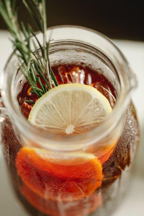 Lemon slices in jar with drink