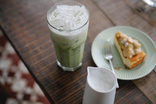 Refreshing matcha latte served with yummy pie
