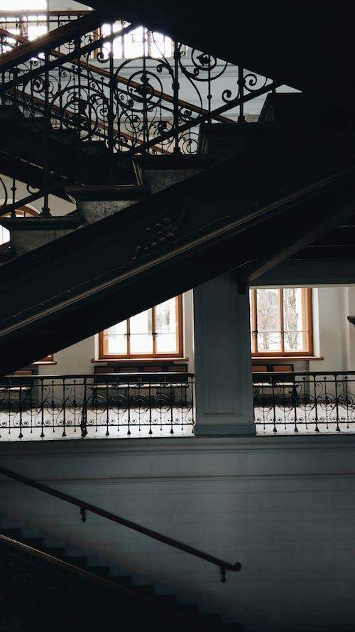 Fotos de stock gratuitas de adentro, arquitectura, barandilla, casa
