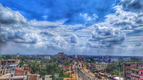 Fotos de stock gratuitas de cielo azul, cielo nublado, edificio de apartamentos, fondo de la ciudad