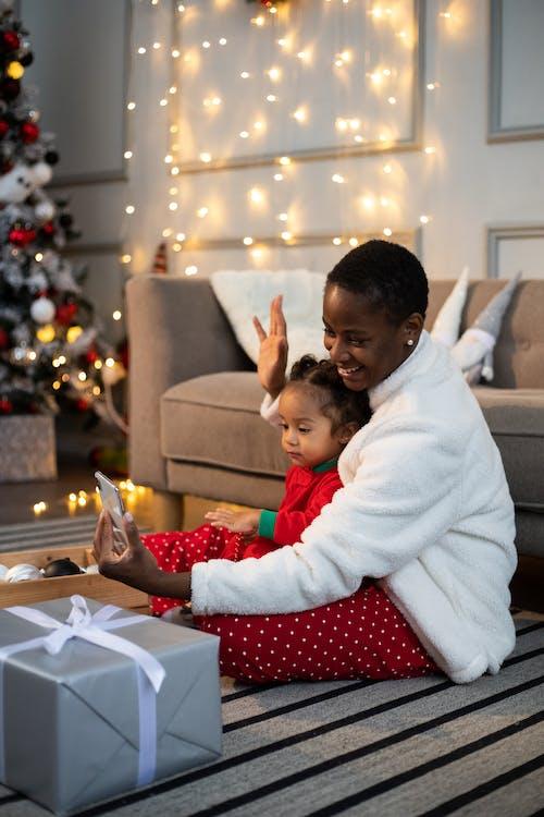 คลังภาพถ่ายฟรี ของ การพูด, การสนทนาทางวิดีโอ, การสื่อสาร, ของขวัญวันคริสต์มาส