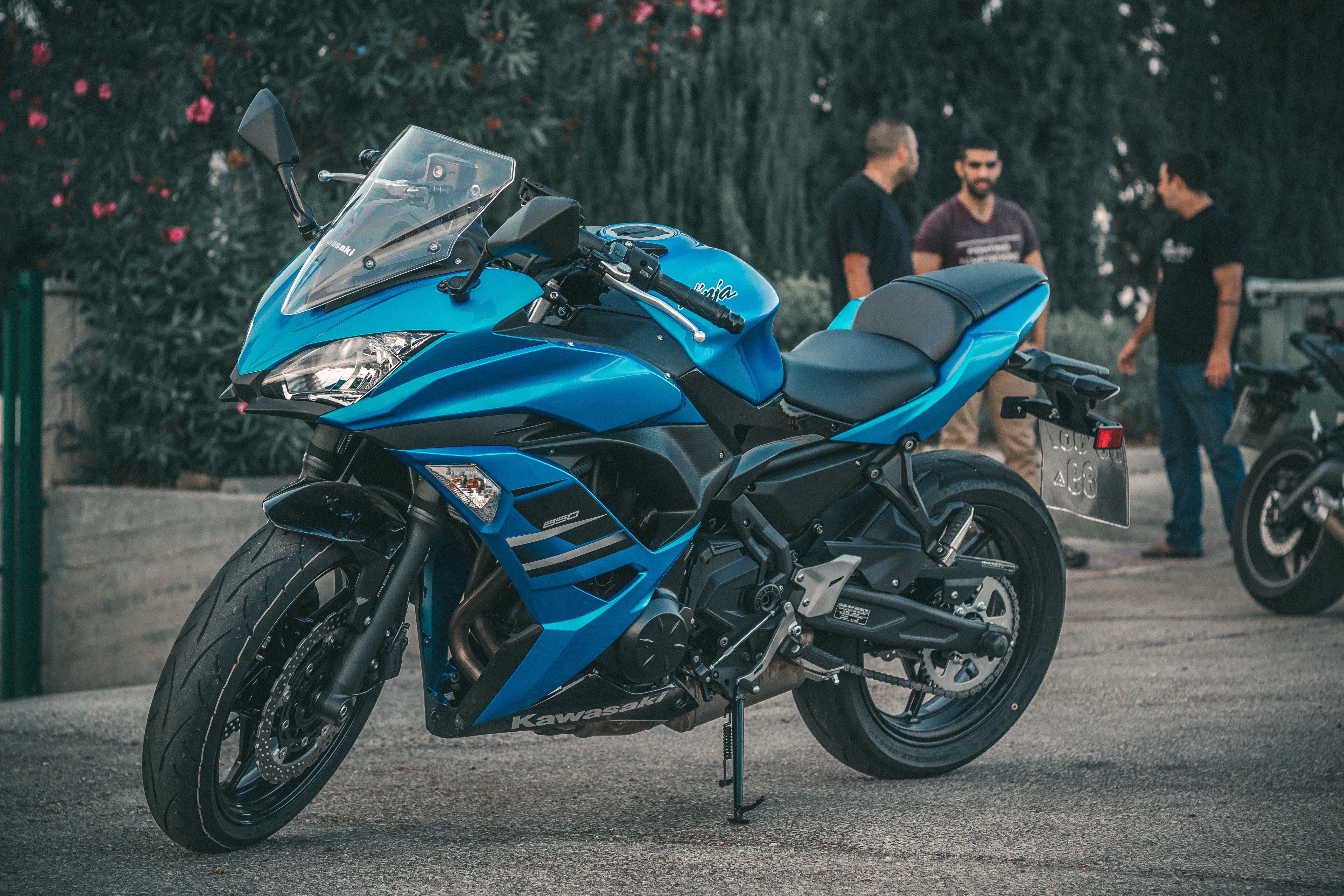 Blue Kawasaki Ninja Zx-6r in Shallow Phoo
