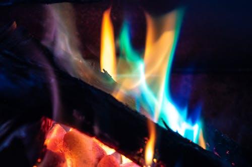 Foto profissional grátis de amarelo, ardente, azul