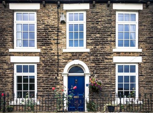Gratis lagerfoto af arkitektur, blå, dør, symmetrisk