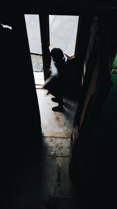 インドア, エントランス, お年寄り, カジュアルの無料の写真素材