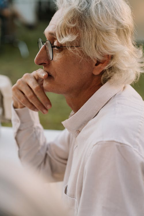 Základová fotografie zdarma na téma muž, myšlení, pohled zboku