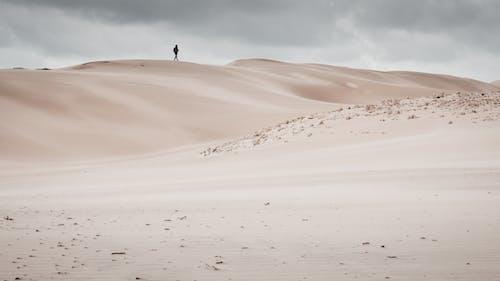 Základová fotografie zdarma na téma bez vody, cesta, cestování, cestovatel