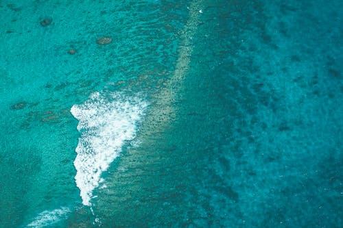 Türkisfarbenes Wasser Des Ozeans Mit Schaum