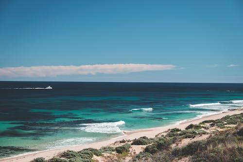 Sandendes Ufer Des Azurblauen Ozeans Im Tropischen Land