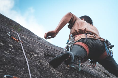 Alpiniste Méconnaissable Escalade Sur Falaise