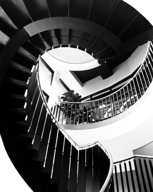 çok katlı, doğal ışık, merdivenler, Modern mimari içeren Ücretsiz stok fotoğraf