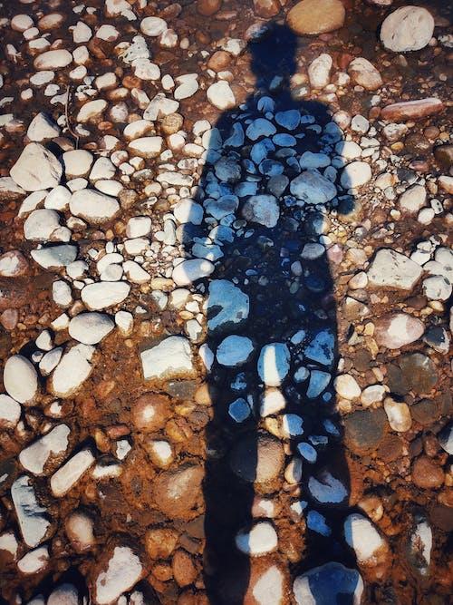 Základová fotografie zdarma na téma čistá voda, den obětí války, kameny, modrá voda