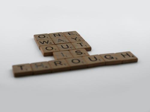 Gratis stockfoto met belettering, brieven, een uitweg is door, geef niet op
