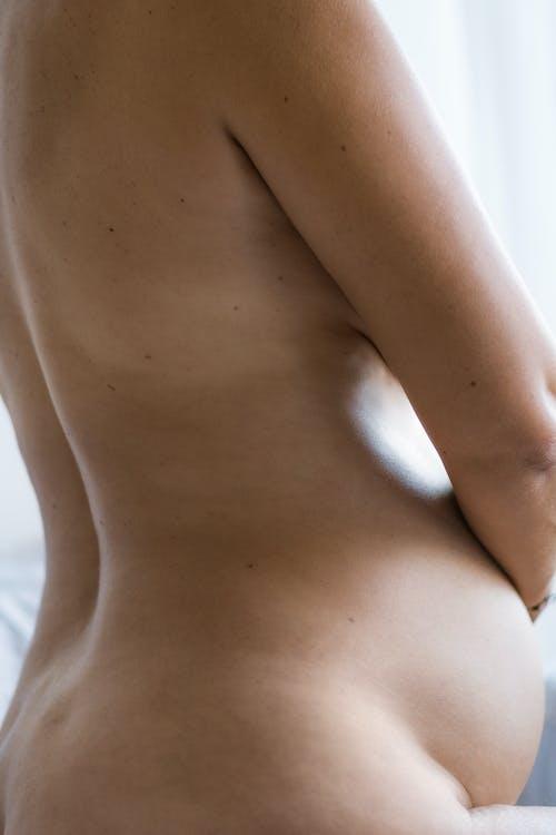 Cultivo Sensible Mujer Embarazada Desnuda Acariciando La Barriga