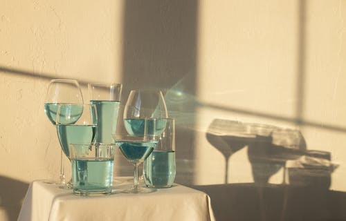 Blue alcoholic drink in glasses on table