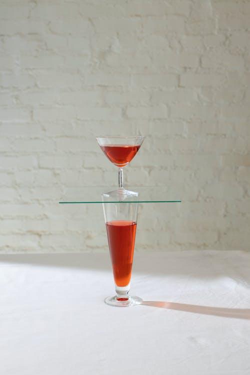 Bicchieri In Piedi Uno Sull'altro
