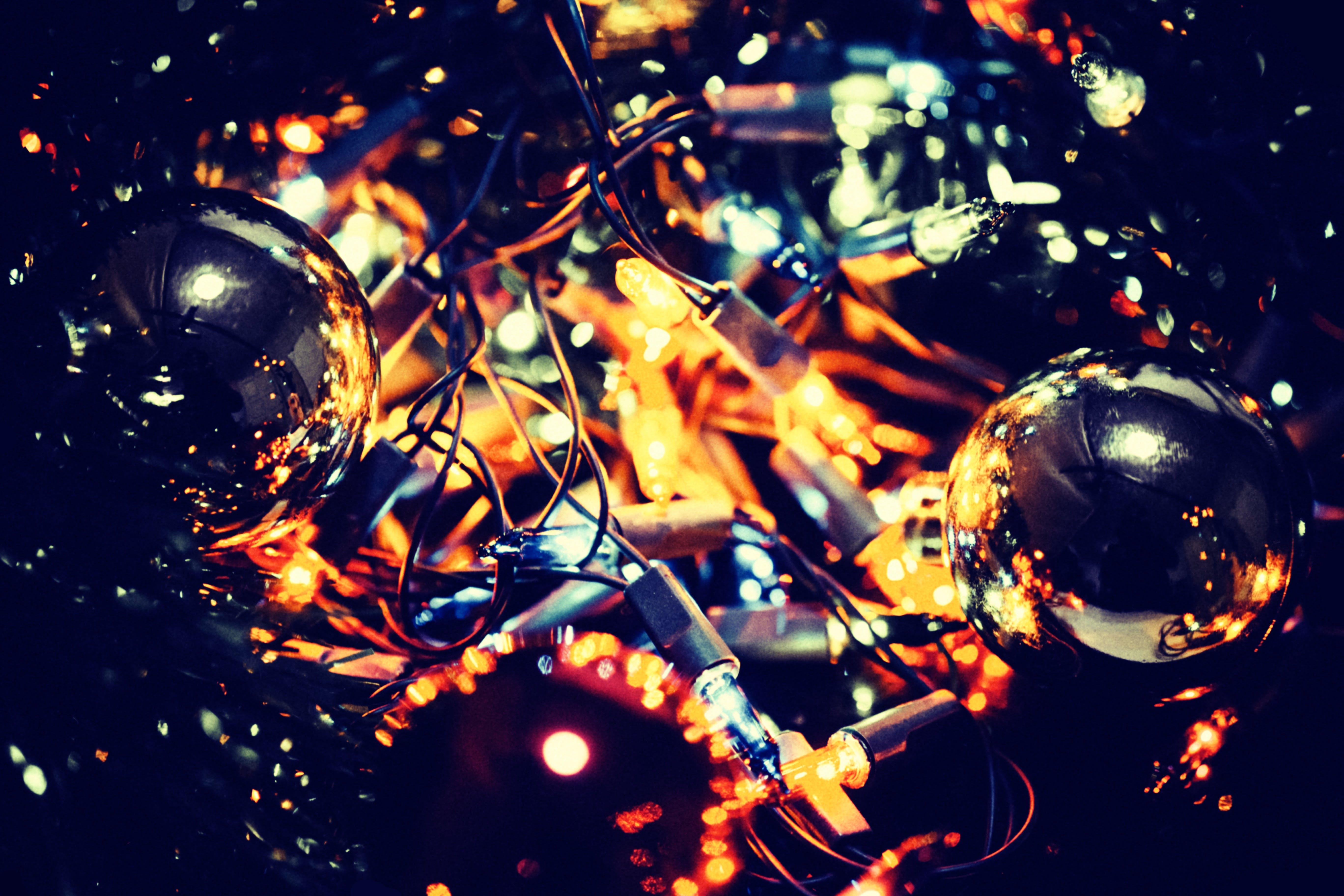 Fotos de stock gratuitas de bolas de navidad, Decoración navideña, dorado, iluminado