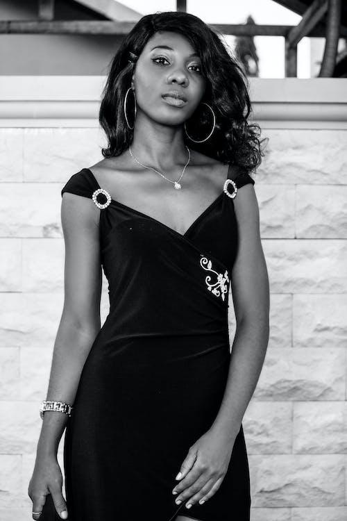 Безкоштовне стокове фото на тему «bw, аксесуар, афро-американська жінка»