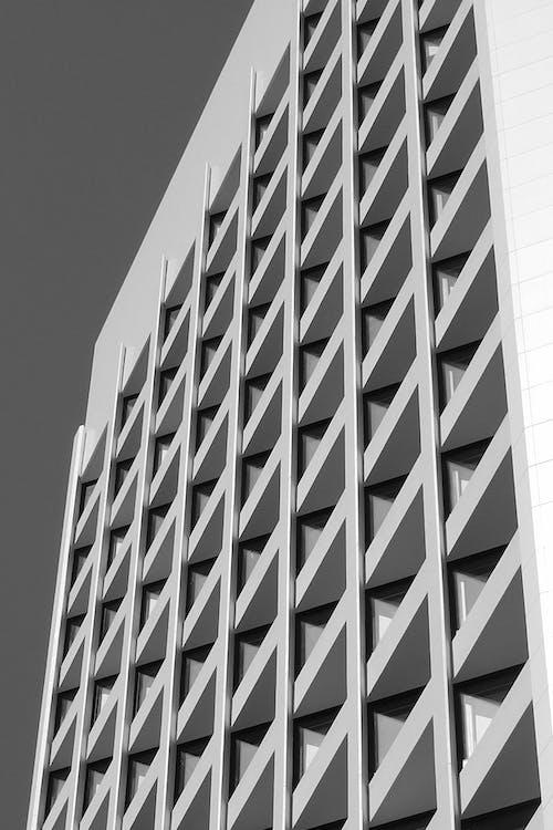 Nowoczesny Apartamentowiec Geometryczny W Mieście