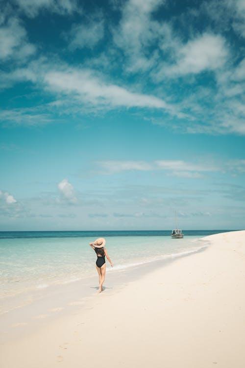 ada, ada hayatı, berrak su, boş zaman içeren Ücretsiz stok fotoğraf