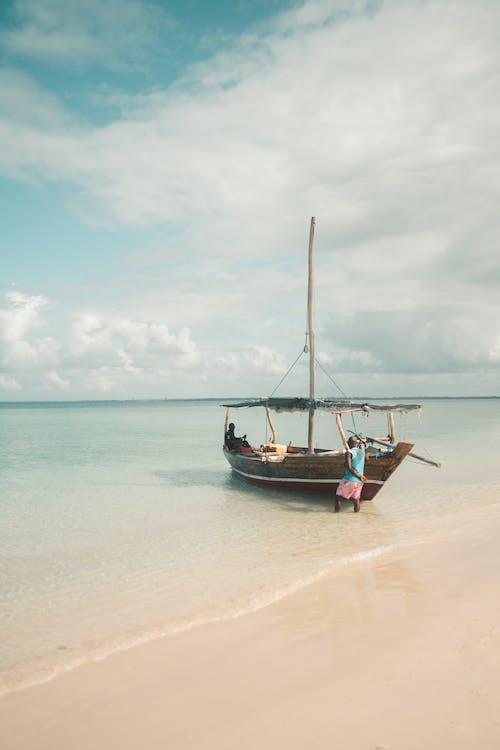 ada, ada hayatı, araç, balıkçı içeren Ücretsiz stok fotoğraf