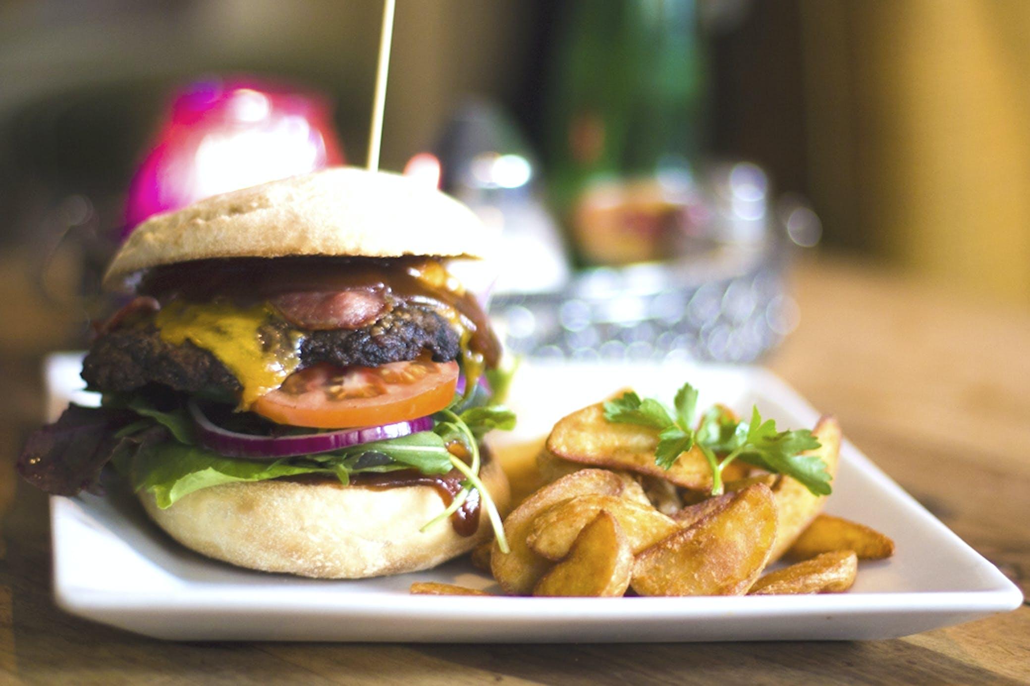 Kostenloses Stock Foto zu brot, brötchen, burger, cheeseburger