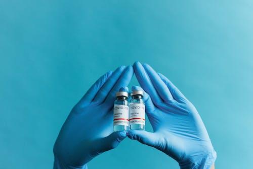 Безкоштовне стокове фото на тему «copy space, ампули, вакцина від covid»