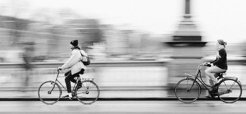 Immagine gratuita di bianco e nero, bicicletta, città