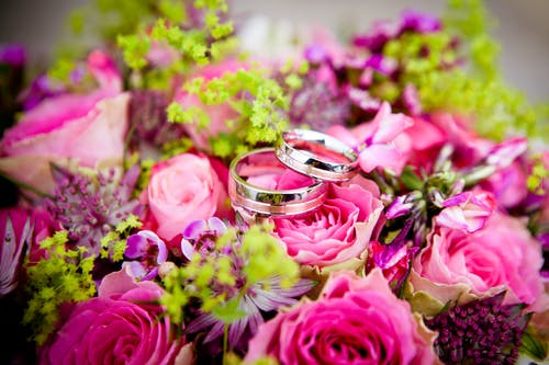 Foto stok gratis buket, bunga, bunga-bunga, cincin