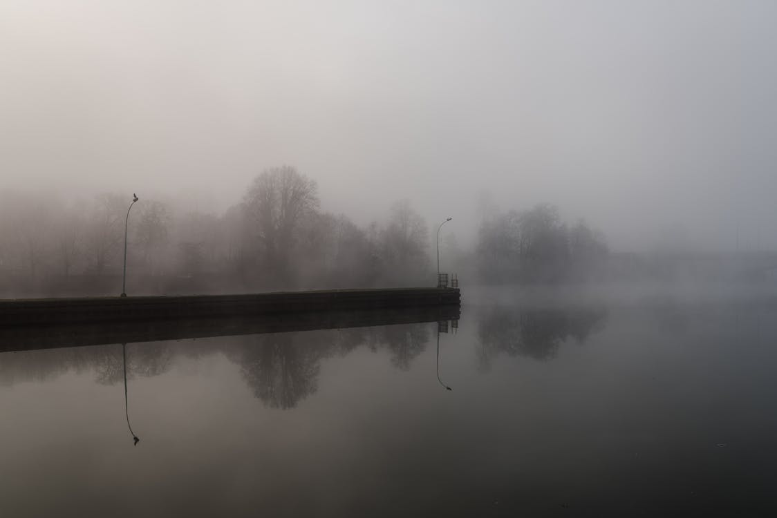 спокійна вода, туманний річка
