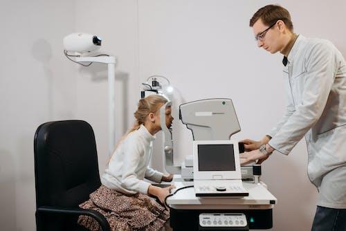 Gratis stockfoto met afspraak met de patiënt, afwachtend, arts