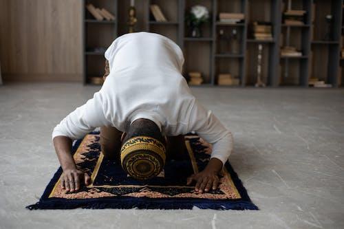 Muslim black man praying at home