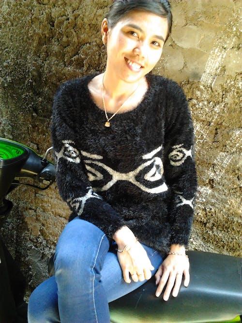 Free stock photo of cardigan, fashion, girl, kaos