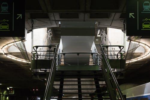 tren istasyonu, üst kat içeren Ücretsiz stok fotoğraf