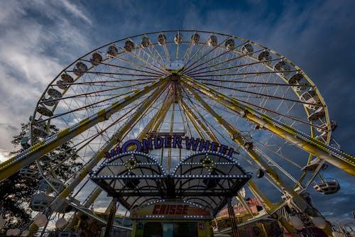 lunapark, Mavi gökyüzü, tekerlek içeren Ücretsiz stok fotoğraf