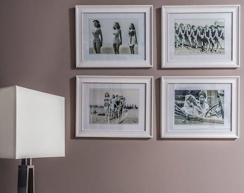 牆上裝裱照片的集合
