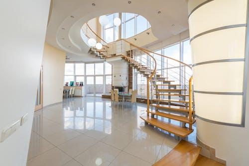 Interior De Casa Moderna Com Escada
