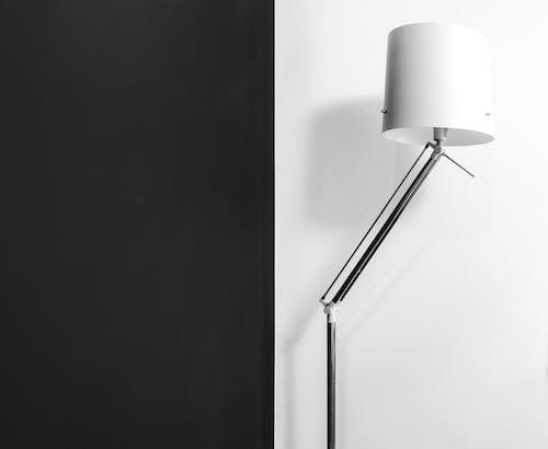 Lampe Dans La Chambre Avec Mur Contrasté