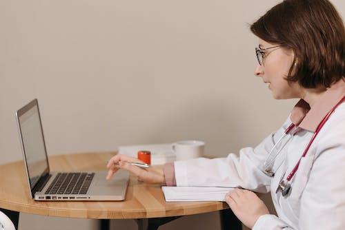 คลังภาพถ่ายฟรี ของ การเขียน, การใช้, คุณหมอ